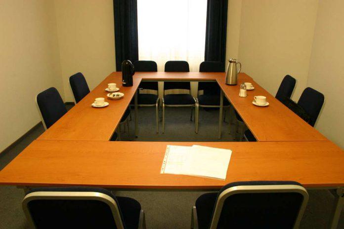 boardroom-bond trading